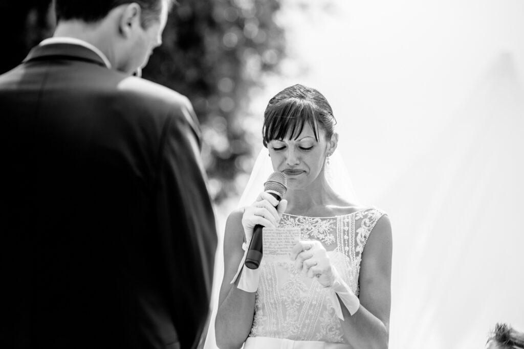 Brida saying vows