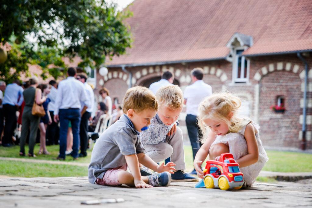 children sharing toys